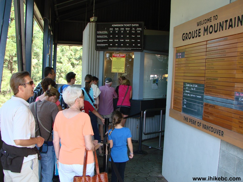 6263-Grouse-Mountain-Ticket-Booth-Lineup